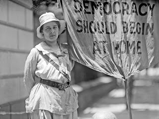 Woman suffrage. Mrs. Swing, picketing White House, 1917
