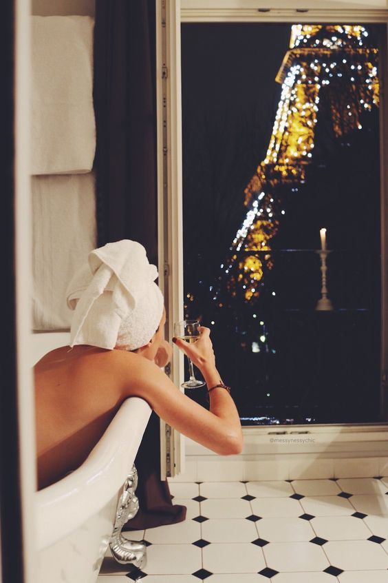 eiffel-tower-bath